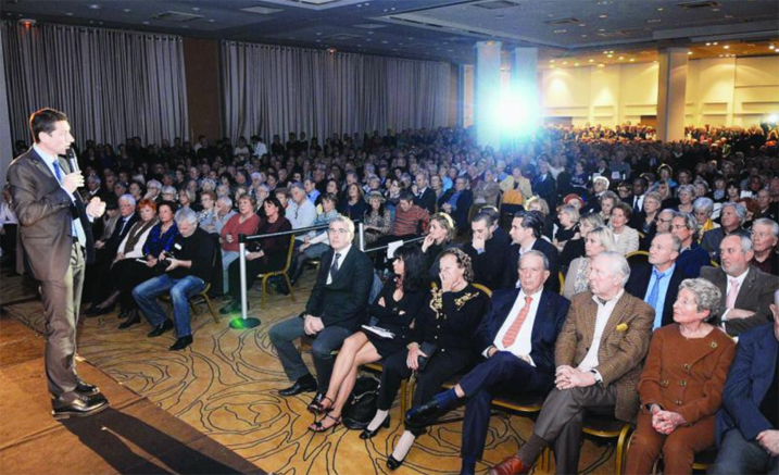 L'équipe municipale est venue au complet soutenir le poulain David Lisnard lors des vœux à la population. (Photo Gilles Traverso)