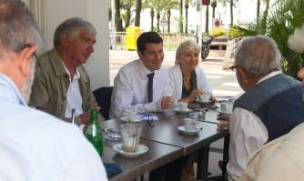 David Lisnard discute de l'avenir de Cannes en toute convivialité avec les Cannois
