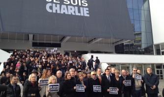 """Cannes habille son Palais des Festivals d'une toile : """"Je suis Charlie"""""""