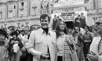 David Lisnard rend hommage à Roger Moore