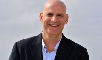 Harlan Coben, premier président du jury du festival CANNESERIES