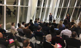 David Lisnard en réunion de travail avec les équipes de CANNESERIES