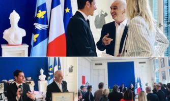 David Lisnard a remis le diplôme de Citoyen d'honneur à Alain Terzian, légende vivante de la production audiovisuelle française et plus ancien membre du Conseil d'Administration du Festival de Cannes