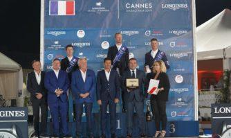 Remise du trophée au vainqueur du Jumping International de Cannes 2019
