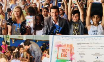 Traditionnelle distribution des dictionnaires aux élèves de CM2 en plus de leur certificat d'apprentissage d'Éducation Artistique et Culturelle
