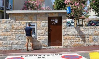 Cannes : un distributeur automatique de billets avenue de Grasse