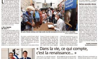 Nicolas Sarkozy dédicace son livre à Cannes