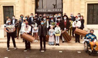 Tradition : le Muguet de Provence offert au Maire de Cannes
